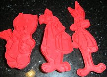 1978 Looney Tunes Bugs Bunny Porky Pig Sylvester Cookie Cutters Warner Bros. Red Plastic in Kingwood, Texas