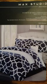 Queen bedding set Navy and white in Lockport, Illinois
