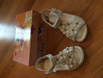 Toddler girl sandals size 8 in Aurora, Illinois
