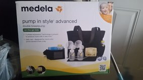 Medela Double Breast Pump with on the go tote in Fort Leonard Wood, Missouri