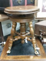REDUCED!! Ball& claw organ /piano stool in Springfield, Missouri