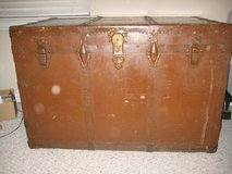 VINTAGE Large brown trunk in Plano, Texas