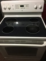 ~Ge flat glass top stove~(works like new) in Camp Lejeune, North Carolina