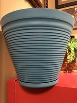 "14"" Rush Creek Designs Coronado Planter (plastic) #2 in Chicago, Illinois"