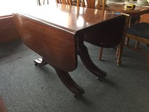 Drop-leaf table w/ 3 leaves in Oswego, Illinois