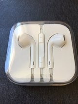 Apple iPhone headphones in Alamogordo, New Mexico