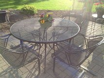 Black Wrought Iron Table/4 chairs in Glendale Heights, Illinois