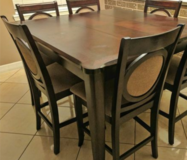 Table with 6 chairs in Baytown, Texas