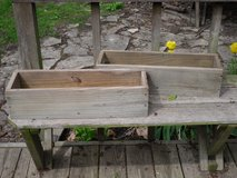 wood planter boxes in Glendale Heights, Illinois
