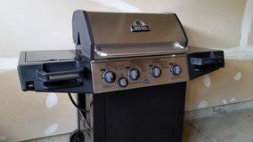 BROIL-MATE GAS GRILL WITH COVER, FULL LP TANK & GAS METER in Elgin, Illinois