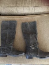 Kenneth Cole Reaction brown suede boots size 8 in Wilmington, North Carolina