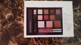 Brand new pur love your selfie eyeshadow kit in Byron, Georgia