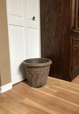 "15"" Foam Planter (brown/bronze) in Chicago, Illinois"