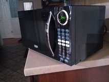 MICROWAVE NEW(OPEN BOX) 900 WATTS 0.9 CU FT in Fort Bliss, Texas