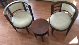 Round Foyer or entry table & chairs excellent condition in Oceanside, California