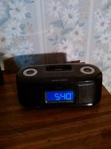 iLuv Clock/IPod charger in 29 Palms, California