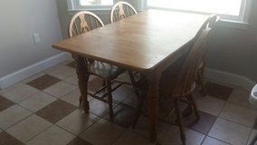 Dining room table with 4 chairs in Byron, Georgia