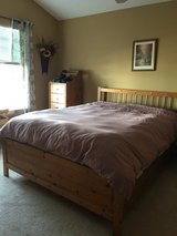 6 pc bedroom set - Queen in Naperville, Illinois