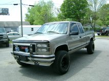 SUPER CLEAN LOW MILAGE 1997 CHEVY 1500 EXT CAB Z71 4X4!!!! in Camp Lejeune, North Carolina
