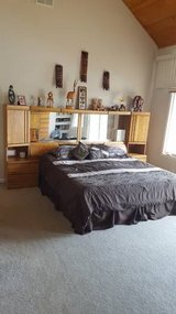 KING SIZE BEDROOM SET in Bolingbrook, Illinois