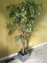 7ft artificial tree in excellent condition in Fort Campbell, Kentucky