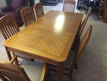 BASSETT OAK TABLE 8 CHAIRS TOTAL  2 CAPTAINS CHAIRS in Lawton, Oklahoma