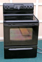 Stove-BLACK Range-Glass Top 30 inch electric Like New in Black in Warner Robins, Georgia
