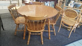 ROUND KITCHEN TABLE & 4 CHAIRS in Camp Lejeune, North Carolina