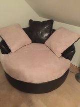 Rotating Leather/Suade Ottoman in Spangdahlem, Germany