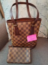 Authentic LOUIS VUITTON Bucket PM with Pouch in Damier Ebene, good & clean condition in Leesville, Louisiana