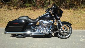 2014 Harley Street Glide Special 3800miles in Camp Lejeune, North Carolina