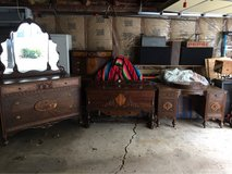 Vintage 8 piece bedroom set in Naperville, Illinois