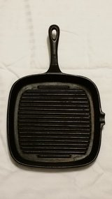 Heuck Pre-Seasoned Cast Iron Cookware 9-1/4-Inch Square Grill Pan in Fort Benning, Georgia