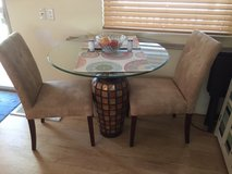 Dining Room Table w/ 4 chairs in Greenville, North Carolina