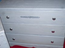 2 gray dressers in Glendale Heights, Illinois
