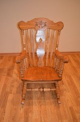 Solid Oak Rocking Chair * Excellent Condition $65 in Algonquin, Illinois
