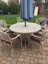 Patio table and 5 chairs in Naperville, Illinois