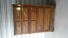 All wood chest of 5 drawers in El Paso, Texas