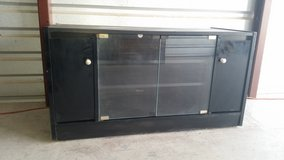 Tv table stand.  Can holds a 45 inches tv in El Paso, Texas