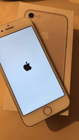 I phone 7 barely used 32gb (silver) in Glendale Heights, Illinois