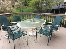 Outdoor Patio Furniture - 2 swivel chairs and 4 stackable chairs in Naperville, Illinois