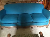 Couch and two chairs in Glendale Heights, Illinois
