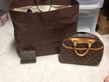 Deauville GM Monogram Authentic Louis Vuitton Purse in Camp Lejeune, North Carolina