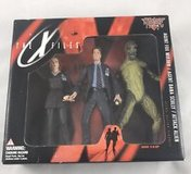 1998 McFarlane Toys - The X-Files 3 figure Pack Mulder, Scully & Alien, in box in Naperville, Illinois