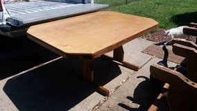 Table and 6 chairs in Fort Riley, Kansas