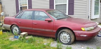 1995 Ford Taurus in Fort Campbell, Kentucky