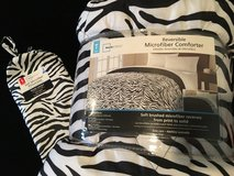 NEW-MAINSTAY MICROFIBER BEDDING COMFORTER & 2 PILLOWCASE COVERS-TWIN in Lockport, Illinois