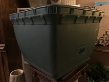"19""x19"" Gardeners Supply Tub Planter (plastic/resin) in Chicago, Illinois"