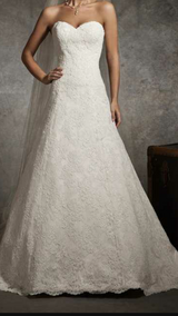 Wedding Dress  (Reduced) in Fort Leonard Wood, Missouri