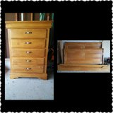Dresser, headboard, and footboard. Full size. Great condition! Vignettes by Thomasville Furniture. in Naperville, Illinois